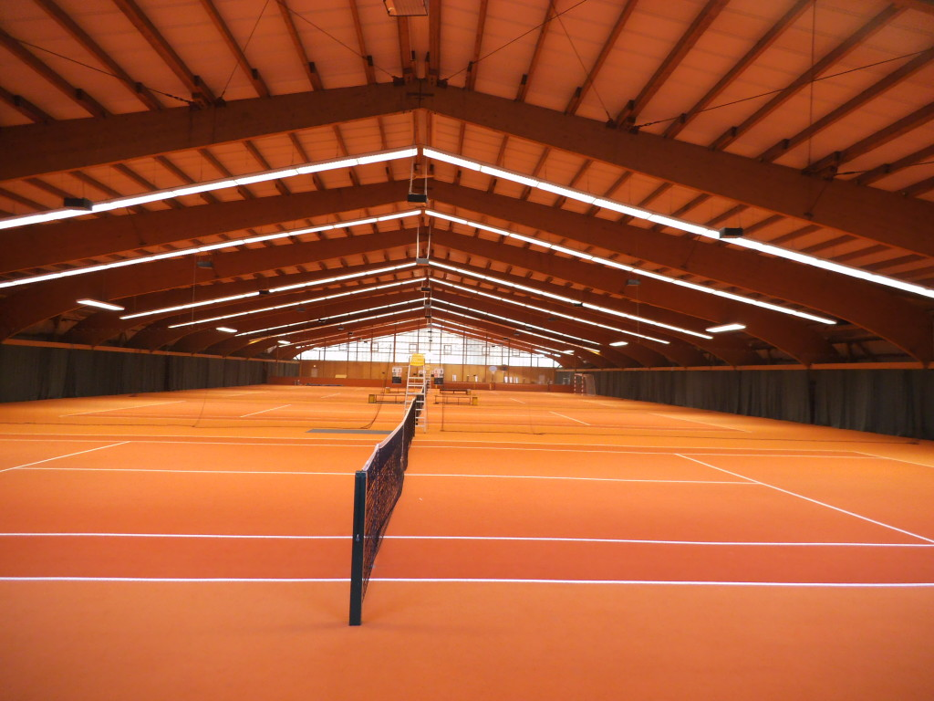 LED-Röhren: Tennishalle in Berlin